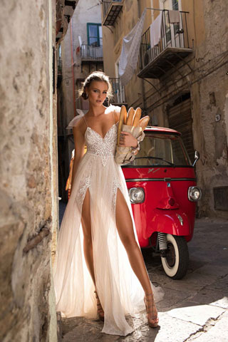 Blanca - an amazing Berta wedding dress
