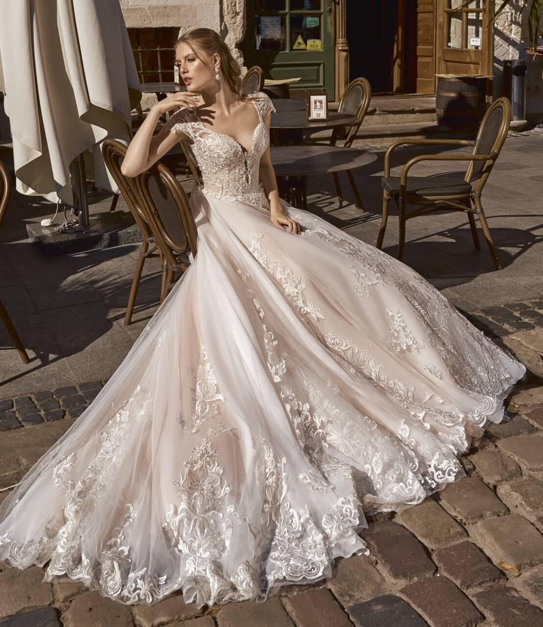 0df0839c9f Kolekcja sukien ślubnych Maxima 2019