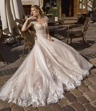 Kolekcja sukien ślubnych Maxima 2019