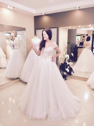 Wedding dress Maxima Bridal 46 17 - model by Daniel Burda