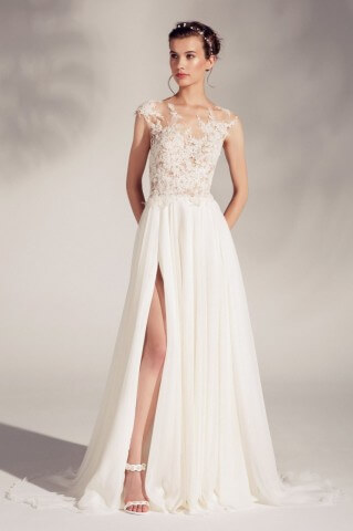 Extremely delicate and airy wedding dress Asami from the Gala 2018 collection
