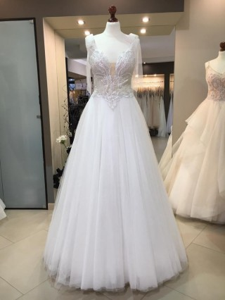 New from the Maxima Bridal collection