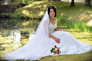Mrs. Aleksandra in a beautiful wedding session