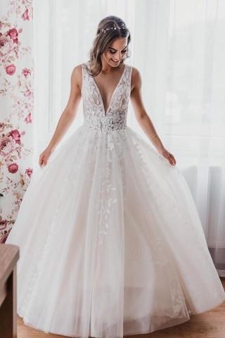 Pani Aneta w sukni ślubnej z kolekcji Lorange