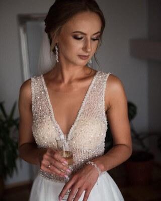 Pani Karolina w sukni z kolekcji Gala