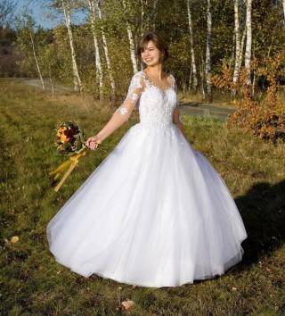 Pani Klaudia w sukni Maloa z kolekcji MS Moda