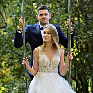 Pani Sabina wraz z mężem w swojej sesji ślubnej