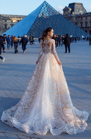 Beautiful wedding dress of Italian designer Lorenzo Rossi - Frederic