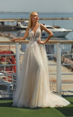 Garnet wedding dress from the Lorange Attesa collection 2021